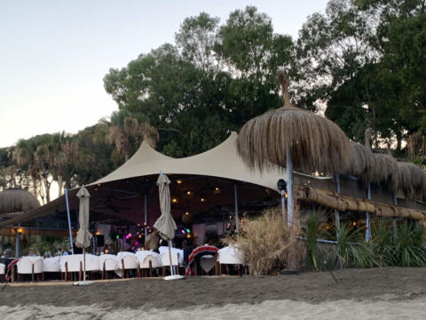 custom-stretch-tent-for-beach-restaurant