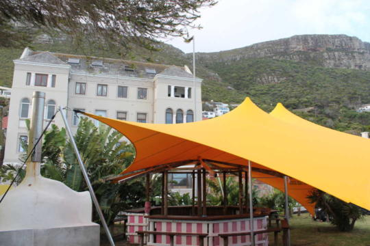 custom-stretch-tent-restaurant-garden
